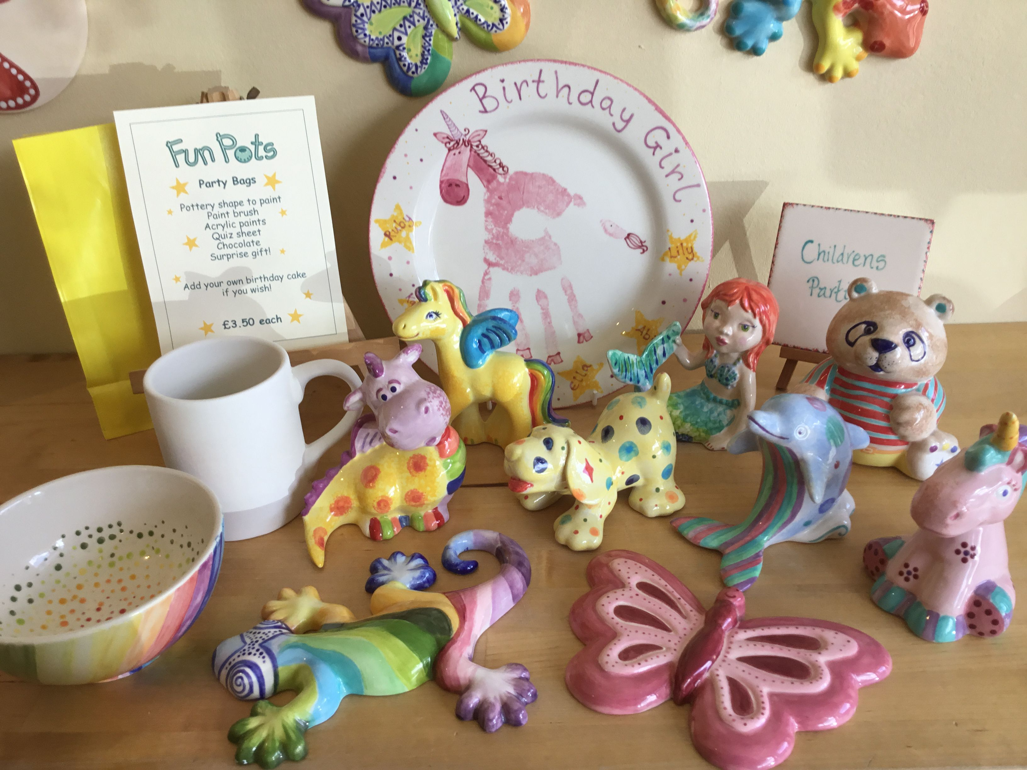 childrens-party-pottery-selection-and-party-plate