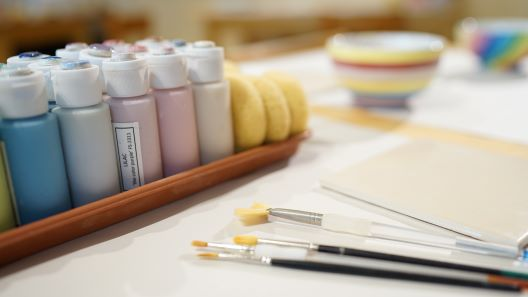 paint-brushes-and-water-bowl-for-painting